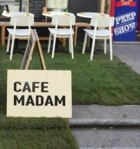 Faites un tour au Café Madam